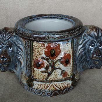 Lion head handles - Pottery