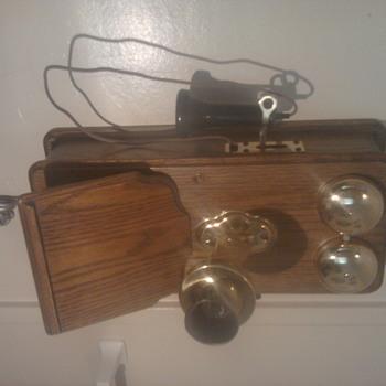 ANTIQUE WOOD WALL TELEPHONE - Telephones