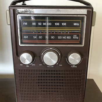 Vintage portable radio - Radios
