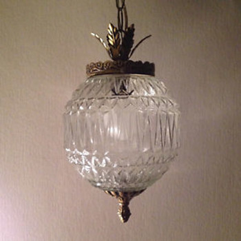 Zig Zag Patterned Glass Pendant Light Fixture - Lamps