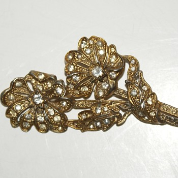 Vintage Gilded Pot Metal and Rhinestones Brooch - Art Deco