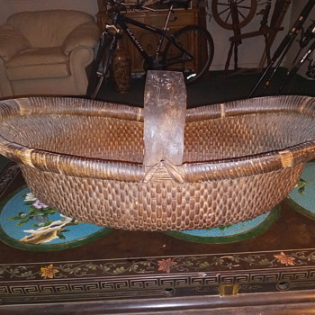 Old Gathering Basket, very large - Furniture