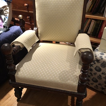 Please Need help identifying age/maker of this chair - Furniture