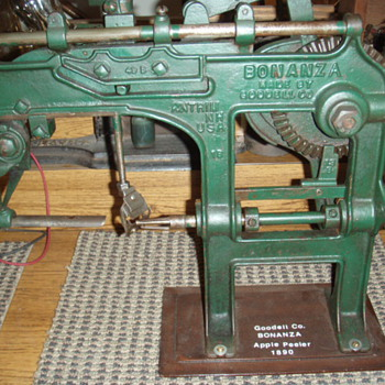 Bonanza apple peeler - Kitchen