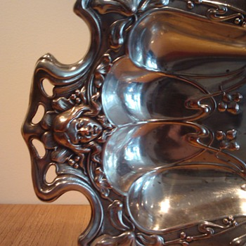 ART NOUVEAU PLATED BREAD BASKET  - Art Nouveau