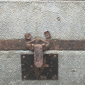 Civil War trunk? Looking for a model/info?  - Furniture