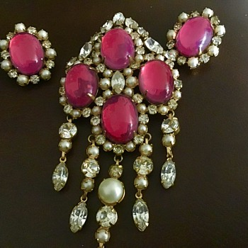 Pretty brooch and earrings - Costume Jewelry