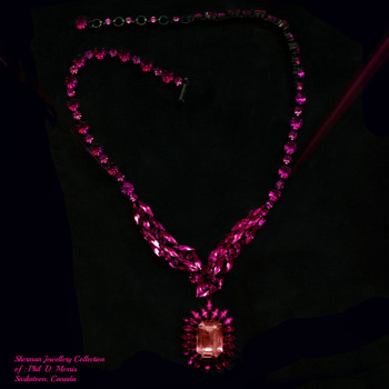 Rare Sherman Fuschia Jappaned Necklace With smaller Pink Stones Offset By Large Fuschia, And Pink Pendant - Costume Jewelry