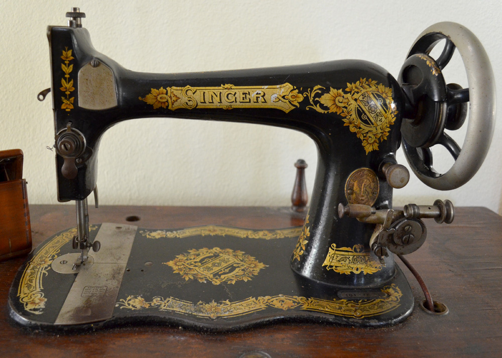 My Circa 40 Singer Treadle Sewing Machine Collectors Weekly Gorgeous Singer Sew Machine
