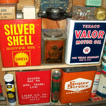 Texaco Valor and other 2 gallon cans - Petroliana