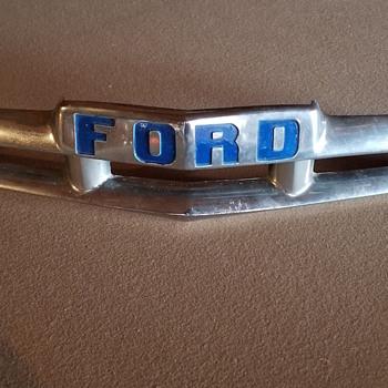 1951, '52 Ford hood emblem  - Classic Cars