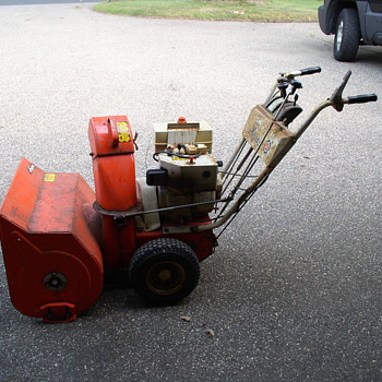 Snow  removal machine 1970's ARIENS 7 Horse Power  - Tools and Hardware