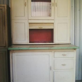 Bakers Cab75+ yrs old ivory metal work shelf flour bin&sifter glass dr/top ctr  Poss/ Belly Bread Bin need info?!!            - Kitchen