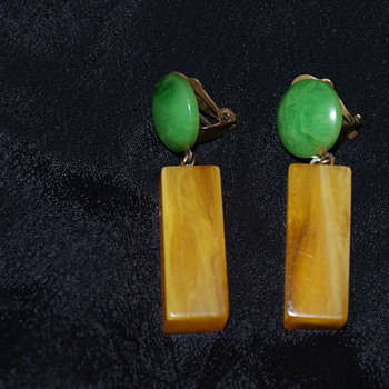 Vintage Bakelite Clip-On Earrings - Costume Jewelry
