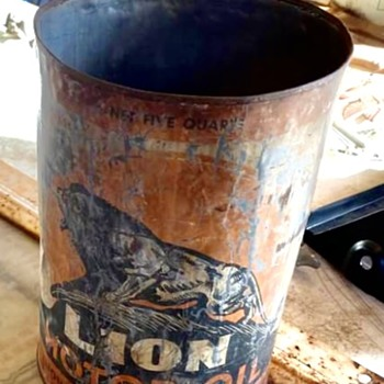 Couple of animal oil cans  - Petroliana