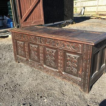 Oak coffer - Furniture