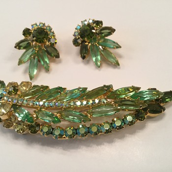 D & E GREEN SLIM NAVETTE BROOCH & mocha ( my cheetah, Jenni!) - Costume Jewelry