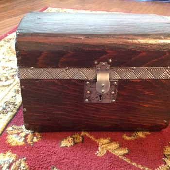 Jenny Lind doll trunk - Furniture