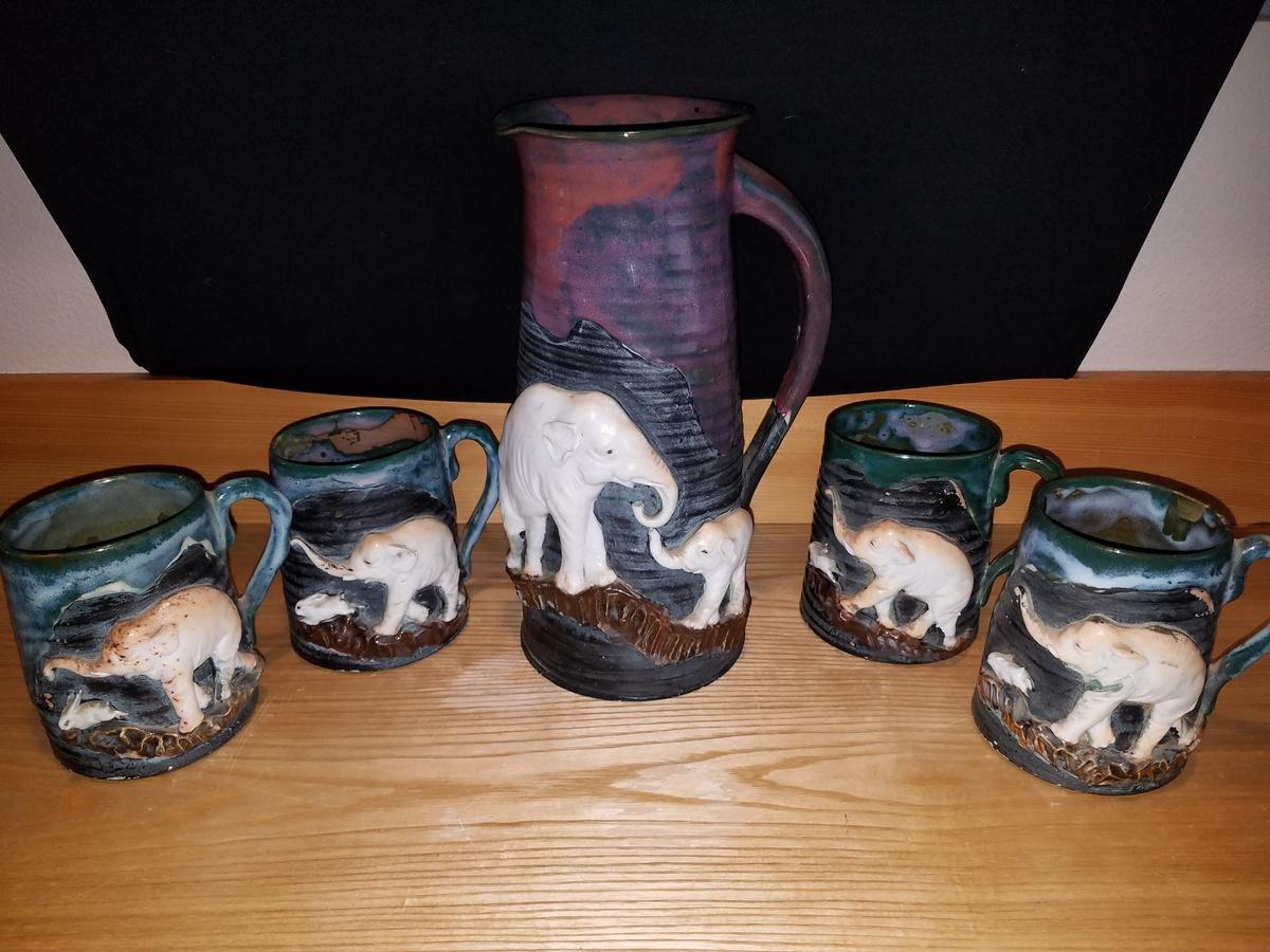 Japanese Sumida Porcelain (Elephants and Rabbits) | Collectors Weekly