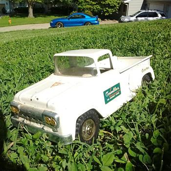 "1960's ""Tonka"" Gambles truck  - Toys"