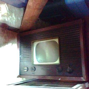 TV RCA Model 8-T-243 - Electronics