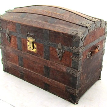 Mid to Late 1880's All Leather Barrel Stave Trunk - Furniture