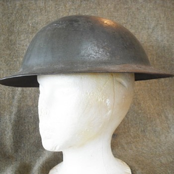 "British Mark I ""Brodie"" Helmet - Military and Wartime"