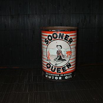 Sooner Queen oil can - Petroliana
