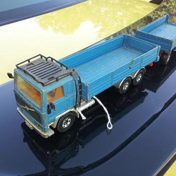 Siku 3115 Volvo F12 Truck and Trailer. - Model Cars