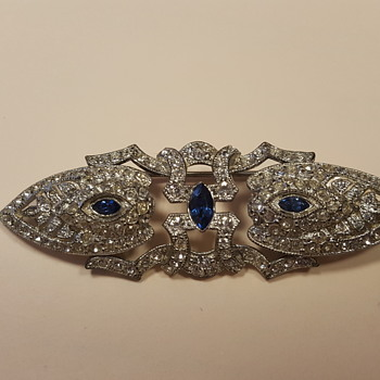 Gorgeous Duet-style brooch - Costume Jewelry