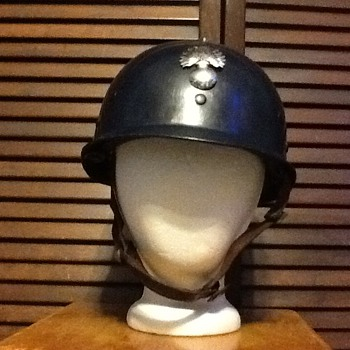 French paramilitary riot helmet - Military and Wartime