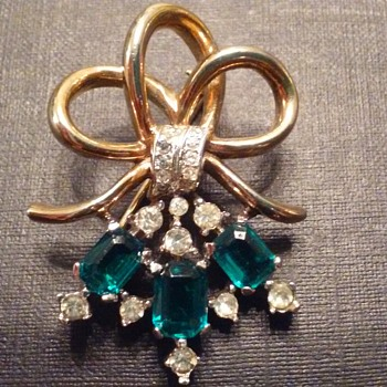 Vintage Trifari bouquet brooch - Costume Jewelry