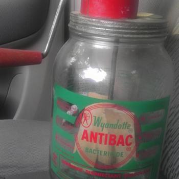 Wyandotte antibac bactericide jar and lid - Bottles