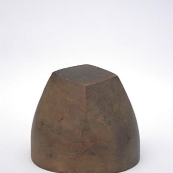 ancienne forme à chapeaux en bois. vers 1930 - Hats