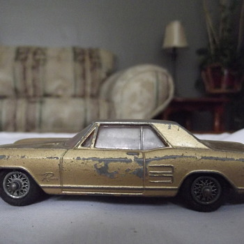 gold buick riviera - Model Cars