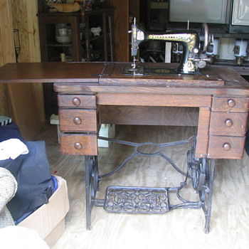 Treadle sewing machine & oil lamps - Lamps