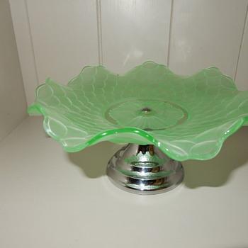 Bagley Fish Scale uranium cake plate. - Glassware