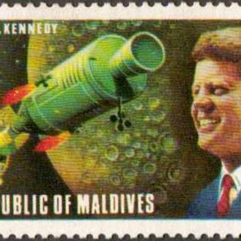 "1974 - Maldives ""J.F. Kennedy / Apollo"" Postage Stamp - Stamps"