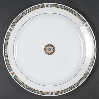 Anybody have any idea what this corolla pattern is called? - China and Dinnerware