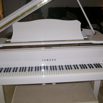 BARBRA STREISAND'S BABY GRAND - Musical Instruments