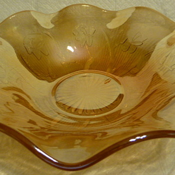 Jeannette Glass Company's 'Iris & Herringbone' iridescent bowl. - Art Glass