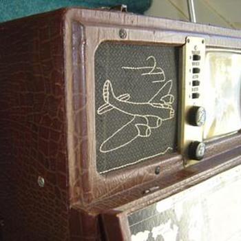 Rare light brown 7G605 Bomber transoceanic radio.  - Radios