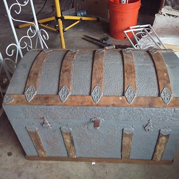 Save this trunk from the trash - Furniture