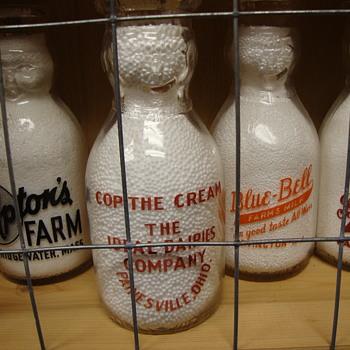 IDEAL DAIRIES..PAINESVILLE OHIO PINT COP THE CREAM MILK BOTTLE - Bottles