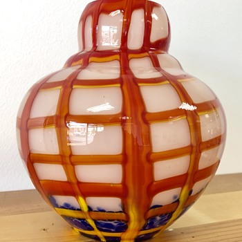 Kralik - webbed vase with confetti - Art Glass