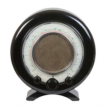 A 1945 Ekco A22 Radio - Radios