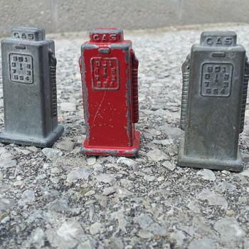 Londontoys Canada Gas Pumps - Toys