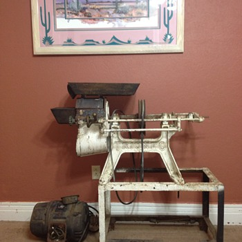 Triunfo Mexican Corn Grinder - Tools and Hardware
