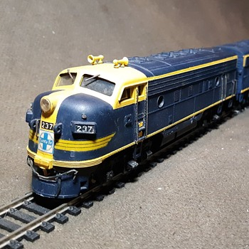 Athearn HO Gauge EMD F7A and F7B Locomotives Santa Fe - Model Trains