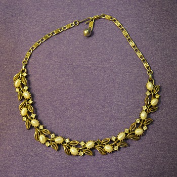 """Gold Necklace with Leaves and """"Pearls"""" from my Great Grandma"""